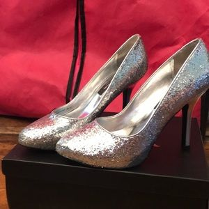 Nina silver sparkle pumps approx. 3 inches in heel
